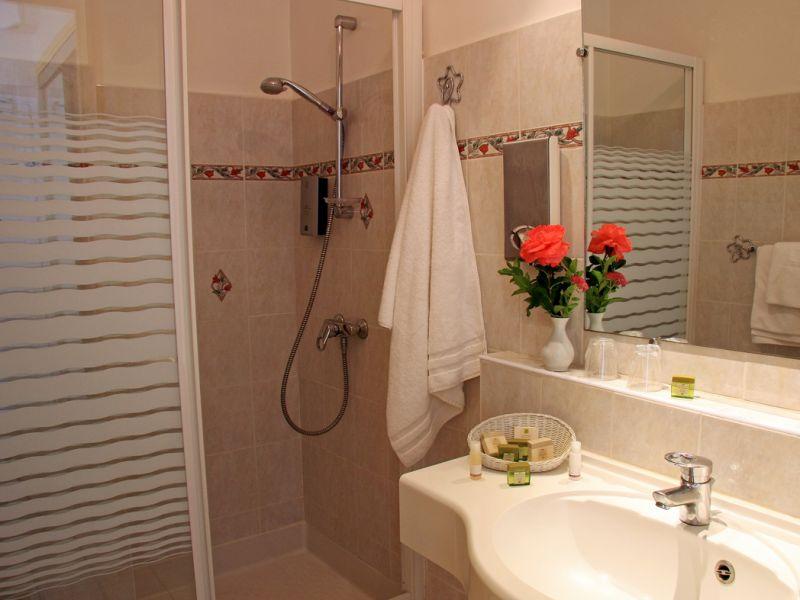 Grand h tel de lyon h tel vals les bains for Salle de bain luxe lyon